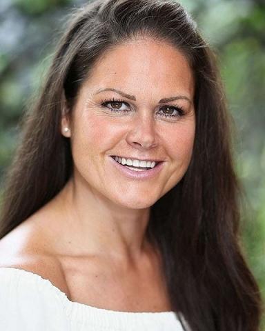 Female Actor Olivia Rayton - Stirling Management Actors Agency
