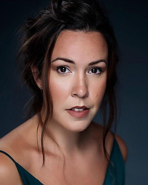 Female Actor Elizabeth Grace - Stirling Management Actors Agency
