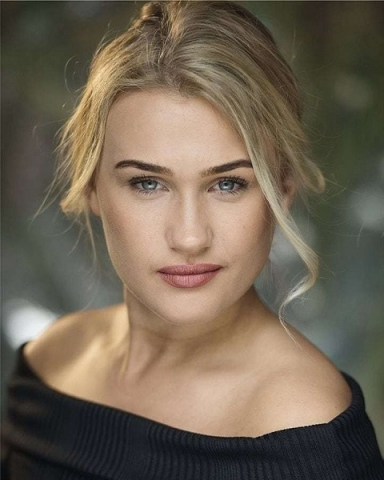 Female Actor gabrielle Young - Stirling Management Actors Agency