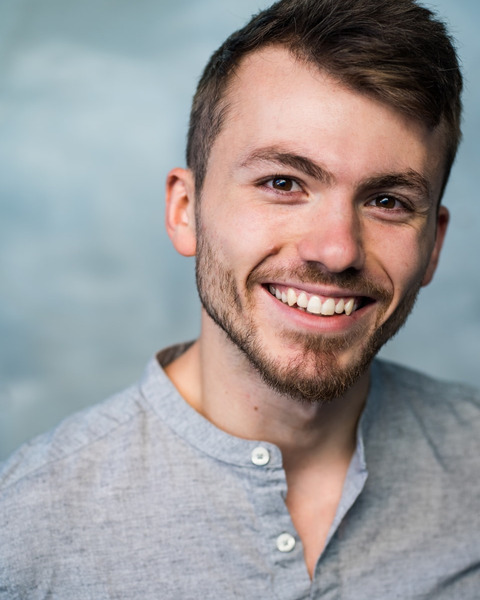 Male Actor  Grant Reeves - Stirling Management Actors Agency