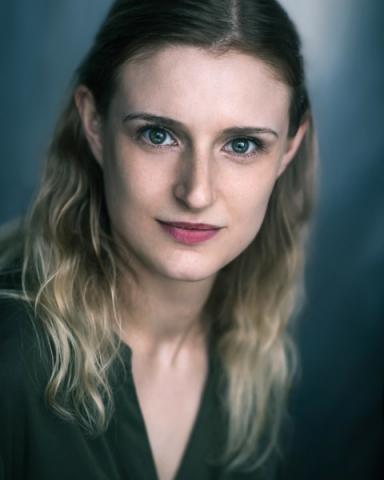 Female Actor Keren Akrigg - Stirling Management Actors Agency