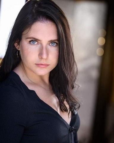 Female Actor Kerri Docherty - Stirling Management Actors Agency