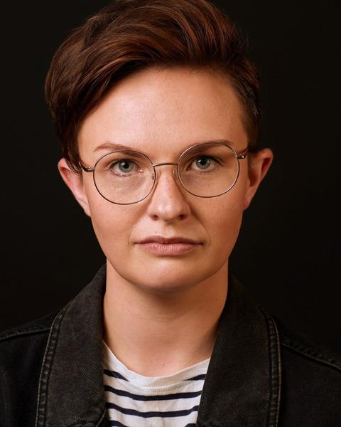 Female Actor Zoe Smanda Smith - Stirling Management Actors Agency